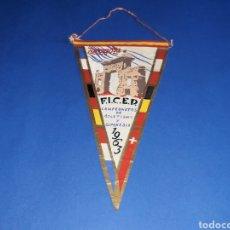 Coleccionismo deportivo: BANDERÍN TELA, CAMPEONATOS DE ATLETISMO Y GIMNASIA F.I.C.E.D. ZARAGOZA, ORIGINAL 1963.. Lote 133589570