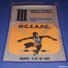 Coleccionismo deportivo: BANDERÍN TELA, III CAMPEONATOS EUROPEOS ATLETISMO PISTA CUBIERTA, MADRID 9 Y 10 MARZO 1968.. Lote 134132542