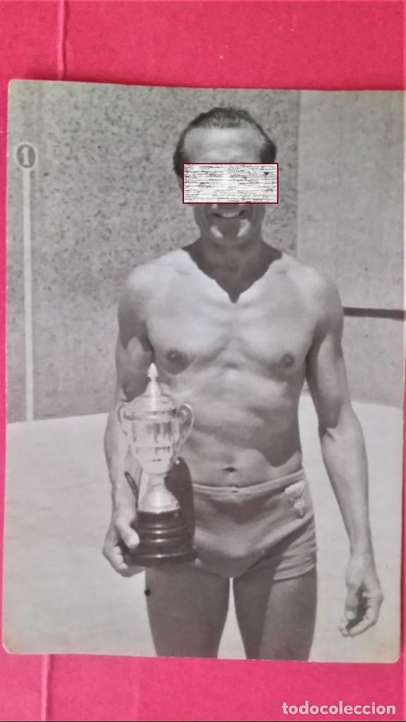 Coleccionismo deportivo: CLUB NATACION BARCELONA,AÑO 1945 TROFEO DE FRONTON,BANDERIN SOBRE MESA Y 3 FOTOGRAFIAS,BARCELONETA - Foto 5 - 137796854