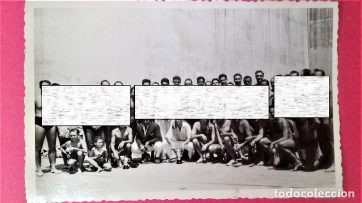 Coleccionismo deportivo: CLUB NATACION BARCELONA,AÑO 1945 TROFEO DE FRONTON,BANDERIN SOBRE MESA Y 3 FOTOGRAFIAS,BARCELONETA - Foto 7 - 137796854