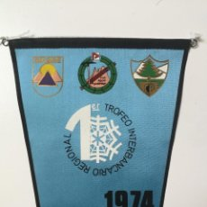 Collezionismo sportivo: ANTIGUO BANDERIN DEL CLUB BANESTO GRUMBE Y CLUB ALPINO POPULARBAN - 1954 - 1ER TROFEO INTERBANCARIO . Lote 143864798