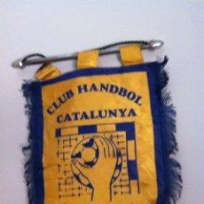 Coleccionismo deportivo: CLUB HANDBALL CATALUNYA. BANDERÍN ANTIGUO. Lote 145719437