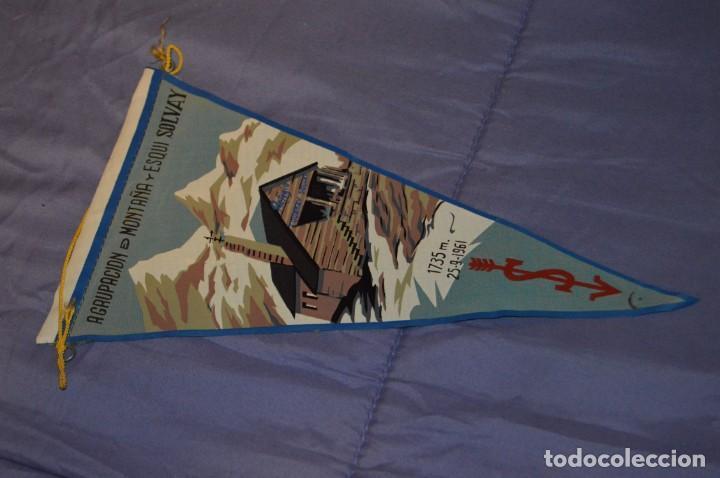 VINTAGE - ANTIGUO BANDERÍN - AGRUPACIÓN DE MONTAÑA Y ESQUI SOLVAY - 1961 - ANTIGUO - ENVÍO 24H (Coleccionismo Deportivo - Banderas y Banderines otros Deportes)