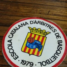 Coleccionismo deportivo: PARCHE ESCOLA CATALANA D'ÀRBITRES DE BASQUETBOL, 1979- 8CM.. Lote 150932236