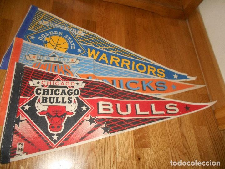 3 BANDERINES BALONCESTO BASKET G. S. WARRIORS CHICAGO BULLS KNICKS EPOCA JORDAN AÑOS 80 (Coleccionismo Deportivo - Banderas y Banderines otros Deportes)