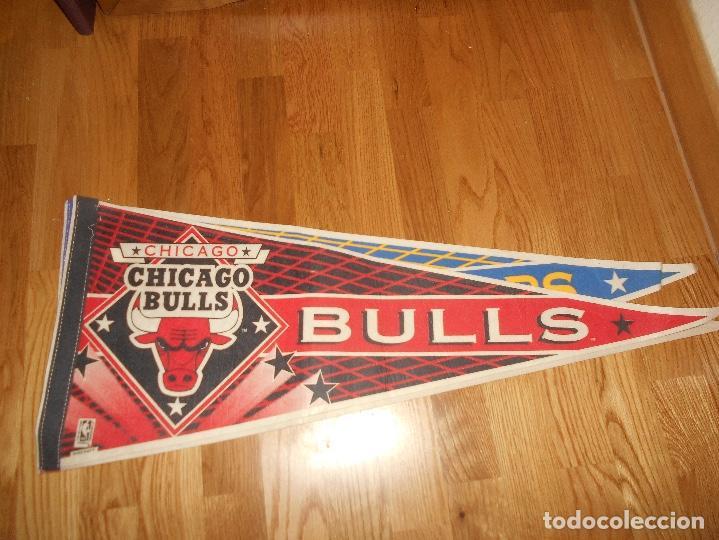 Coleccionismo deportivo: 3 BANDERINES BALONCESTO BASKET G. S. WARRIORS CHICAGO BULLS KNICKS EPOCA JORDAN AÑOS 80 - Foto 2 - 152218402
