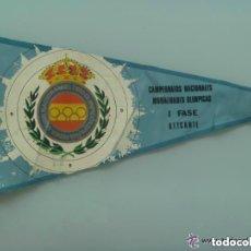 Coleccionismo deportivo: BANDERIN DE FEDERACION DE TIRO: CAMPEONATOS NACIONALES MODALIDADES OLIMPICAS. ALICANTE, 1973. Lote 156686930