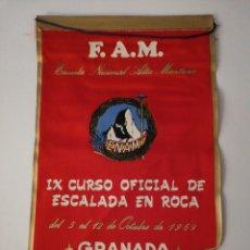 Coleccionismo deportivo: SIERRA NEVADA 1969 ESCALADA BANDERIN GRANADA. Lote 159557765