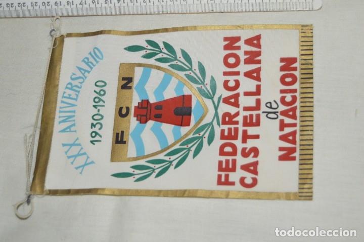 ANTIGUO BANDERÍN - XXX ANIVERSARIO 1930 / 1960 - FEDERACIÓN CASTELLANA DE NATACIÓN - AÑOS 60 (Coleccionismo Deportivo - Banderas y Banderines otros Deportes)