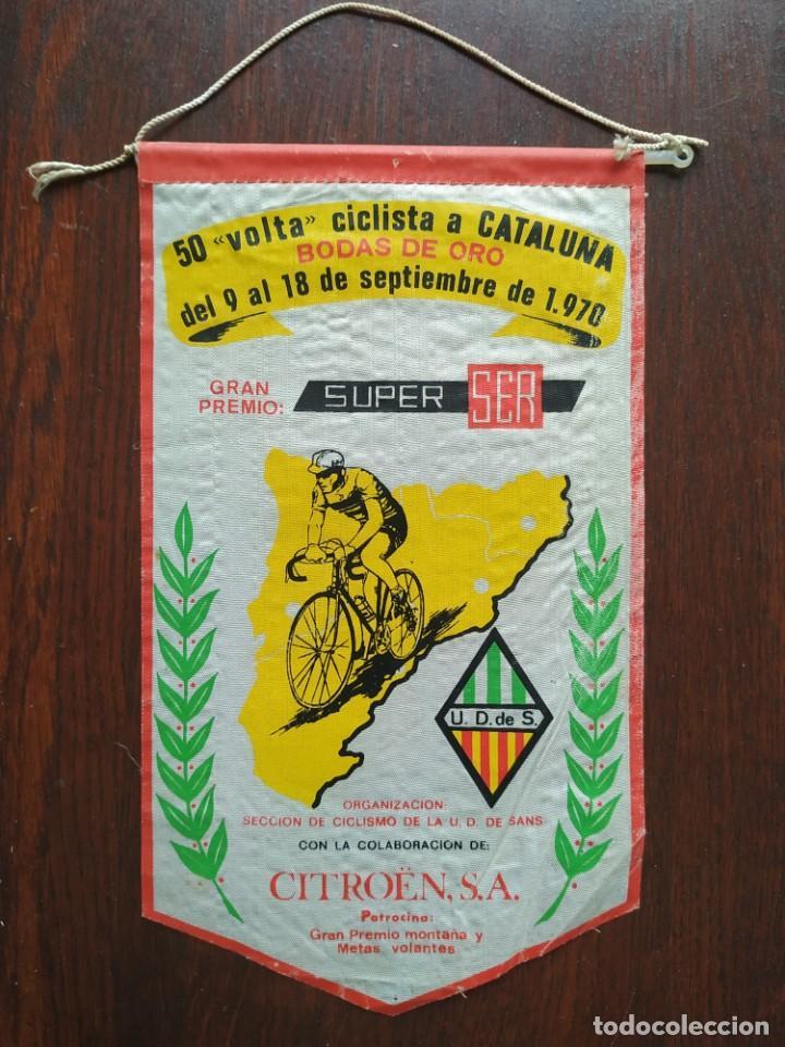 BANDERIN BODAS DE ORO, 50 VOLTA CICLISTA A CATALUNYA, U.D. SANTS BARCELONA, 1970 (Coleccionismo Deportivo - Banderas y Banderines otros Deportes)