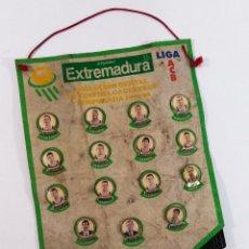 Coleccionismo deportivo: BANDERÍN: COLECCIÓN OFICIAL DE PINS DEL CACERES CB, TEMPORADA 1995-96.. Lote 173960152