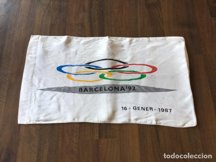 ESPECTACULAR BANDERA ATLANTIDA DARO OFICIAL OLIMPIADAS BARCELONA 92 PRE-COMITE ORGANIZADOR (Coleccionismo Deportivo - Banderas y Banderines otros Deportes)