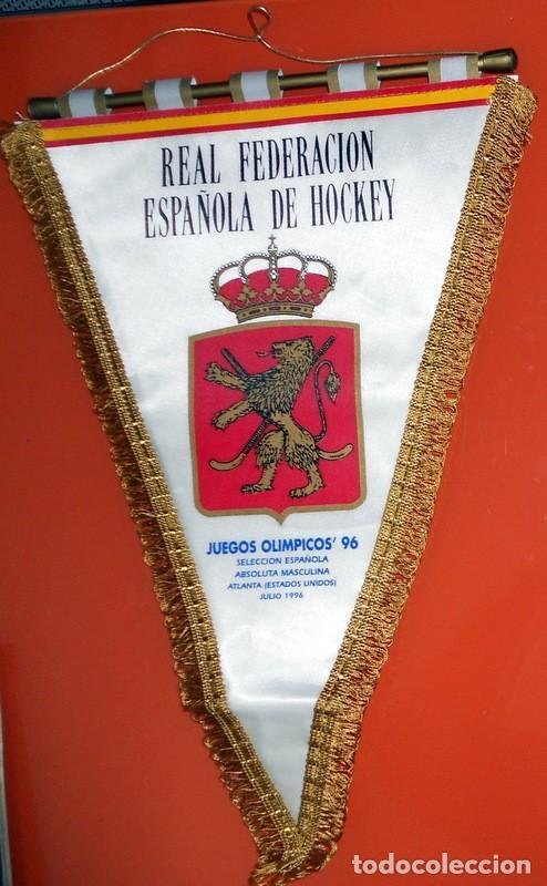 BANDERÍN OFICIAL REAL FEDERACIÓN ESPAÑOLA HOCKEY JUEGOS OLÍMPICOS ATLANTA 96 USA SELECCIÓN ESPAÑA (Coleccionismo Deportivo - Banderas y Banderines otros Deportes)