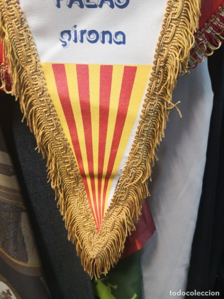 Coleccionismo deportivo: Antiguo banderín en tela y Bara de madera MONTESSORI PALAU GIRONA COMPLEJO CULTURAL DEPORTIVO 45x20 - Foto 5 - 175656577
