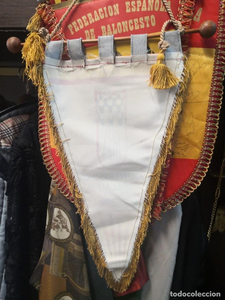 Coleccionismo deportivo: Antiguo banderín en tela y Bara de madera MONTESSORI PALAU GIRONA COMPLEJO CULTURAL DEPORTIVO 45x20 - Foto 7 - 175656577