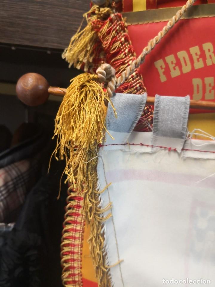 Coleccionismo deportivo: Antiguo banderín en tela y Bara de madera MONTESSORI PALAU GIRONA COMPLEJO CULTURAL DEPORTIVO 45x20 - Foto 9 - 175656577