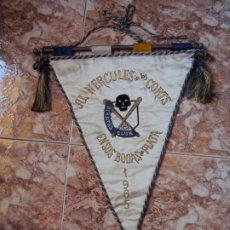 Coleccionismo deportivo: (F-190976)BANDERIN BORDADO BEISBOL AL HERCULES DE LAS CORTS DE PIRATAS CLUB BODAS DE PLATA 1965. Lote 176736718