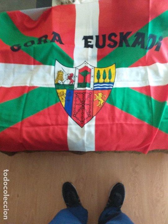 IKURRIÑA: GORA EUSKADI + GORRO: GORA EUSKADI (Coleccionismo Deportivo - Banderas y Banderines otros Deportes)