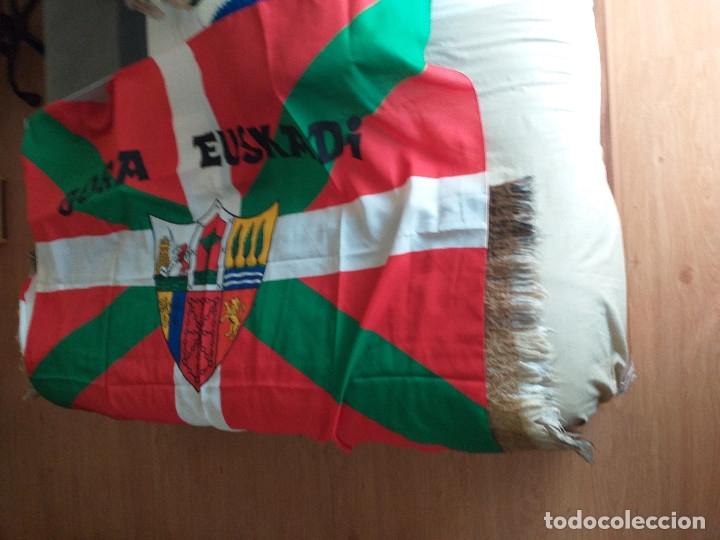 Coleccionismo deportivo: IKURRIÑA: gora euskadi + GORRO: gora euskadi - Foto 2 - 178975381
