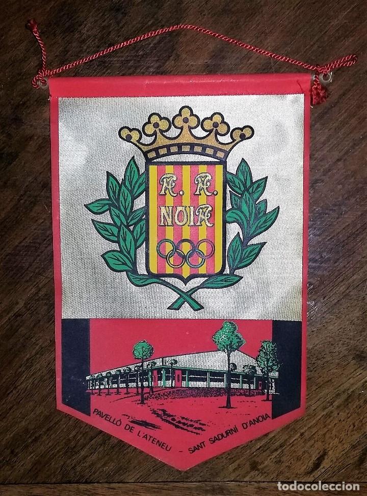 BANDERIN A. A. NOIA. PABELLÓ DE L'ATENEU. SANT SADURNÍ D'ANOIA. (Coleccionismo Deportivo - Banderas y Banderines otros Deportes)