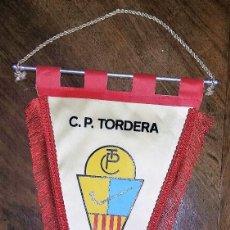 Coleccionismo deportivo: GRAN BANDERIN C. P. TORDERA. FUNDAT L'ANY 1945. . Lote 181513680