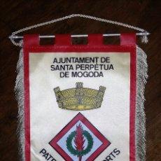 Coleccionismo deportivo: GRAN BANDERIN AJUNTAMENT DE SANTA PERPÈTUA DE MOGODA. PATRONAT D'ESPORTS. Lote 181521181