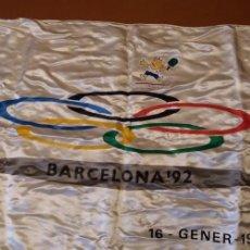 Coleccionismo deportivo: BANDERA ATLANTIDA DARO OFICIAL OLIMPIADAS BARCELONA 92 PRE-COMITE ORGANIZADOR 90CM X 52CM. Lote 191609193