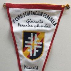 Coleccionismo deportivo: BANDERÍN 1ª COPA FEDERACIÓN ESPAÑOLA GIMNASIA FEMENINA Y MASCULINA - MADRID, 1957. Lote 194122752