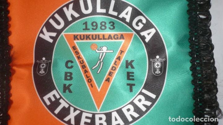 Coleccionismo deportivo: Banderin de equipo femenino de balonmano KUKULLAGA ETXEBARRI - Foto 4 - 194620868