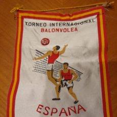 Coleccionismo deportivo: VALLADOLID, BANDERÍN TORNEO BALONVOLEA, AÑO 1965. RARO.. Lote 195045712