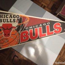 Coleccionismo deportivo: ANTIGUO BANDERÍN DE BÁSQUETBOL DE LA NBA CHICAGO BULLS OFICIAL. Lote 195242600
