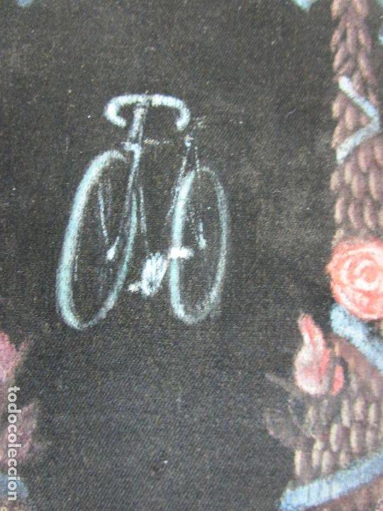 Coleccionismo deportivo: Curioso Estandarte, Banderín - Fiesta Ciclista Rosas (Roses) - Tela Pintada a Mano - Año 1904 - Foto 6 - 198284396