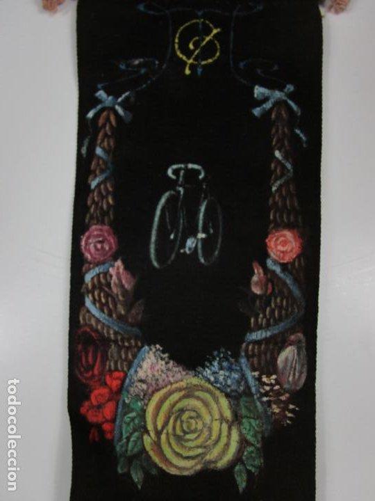 Coleccionismo deportivo: Curioso Estandarte, Banderín - Fiesta Ciclista Rosas (Roses) - Tela Pintada a Mano - Año 1904 - Foto 11 - 198284396