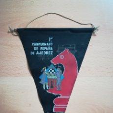 Collezionismo sportivo: BANDERÍN DEL PRIMER CAMPEONATO DE ESPAÑA DE AJEDREZ. BARCELONA 1958.. Lote 211414760
