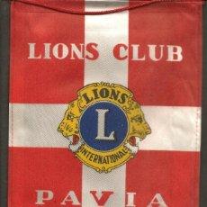 Coleccionismo deportivo: BANDERÍN: LIONS INTERNATIONAL. LIONS CLUB. PAVIA. IMPRESO A DOS CARAS. (C/A45). Lote 211527281