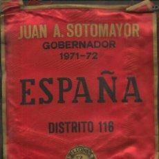 Coleccionismo deportivo: BANDERÍN: LIONS INTERNATIONAL. JUAN A. SOTOMAYOR. GOBERNADOR 1971 - 72. ESPAÑA. DISTRITO 116 (C/A45). Lote 211527392