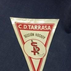 Coleccionismo deportivo: BANDERIN C.D. TARRASA SECCION HOCKEY 23X16CMS. Lote 211898938