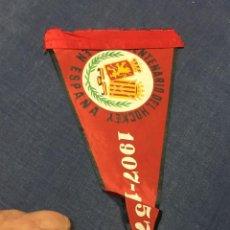 Coleccionismo deportivo: BANDERIN CINCUENTENARIO DEL HOCKEY EN ESPAÑA 1907 1957 14X27CMS. Lote 212079618