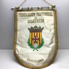 Coleccionismo deportivo: ANTIGUO BANDERIN FEDERACION PROVINCIAL DE BALONMANO DE BARCELONA. Lote 216580395