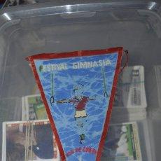 Coleccionismo deportivo: BANDERIN FESTIVAL GIMNASIA FIN DE CURSO 1962. DETERIORADO, ES EN TEXTIL.. Lote 217878821