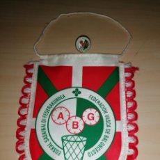 Coleccionismo deportivo: BANDERÍN + PIN FEDERACIÓN VASCA DE BALONCESTO. Lote 226291935