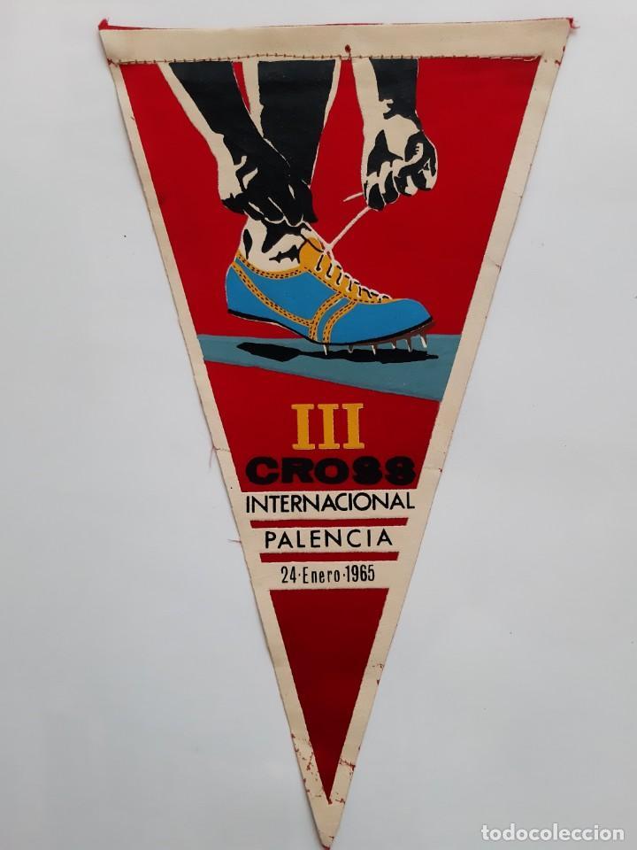 ANTIGUO BANDERIN TELA III CROSS INTERNACIONAL PALENCIA 24 ENERO 1965 RV (Coleccionismo Deportivo - Banderas y Banderines otros Deportes)