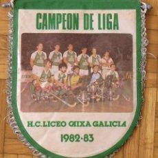 Coleccionismo deportivo: BANDERÍN H. C. LICEO CAIXA GALICIA 1982-83. CAMPEÓN DE LIGA. 28X22 CM. HOCKEY PATINES.. Lote 237319820