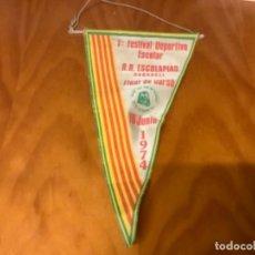 Coleccionismo deportivo: BANDERIN DEL 1 FESTIVAL ESCOLAR ESCOLAPIAS DE SABADELL AÑ 1974. Lote 245098275