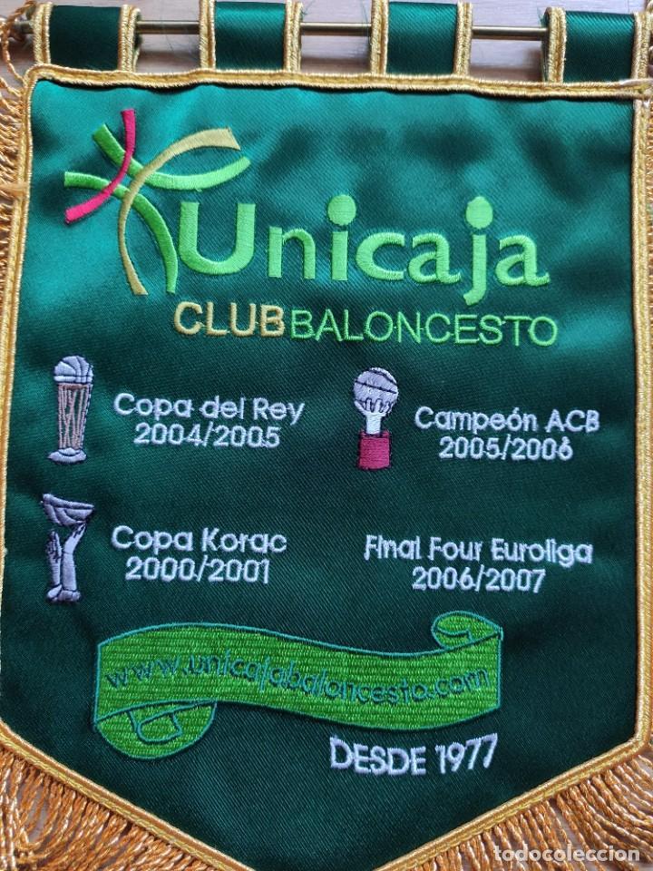 Coleccionismo deportivo: BANDERIN DE UNICAJA BORDADO, EL QUE DAN A LOS EQUIPOS VISITANTES - Foto 6 - 248153055