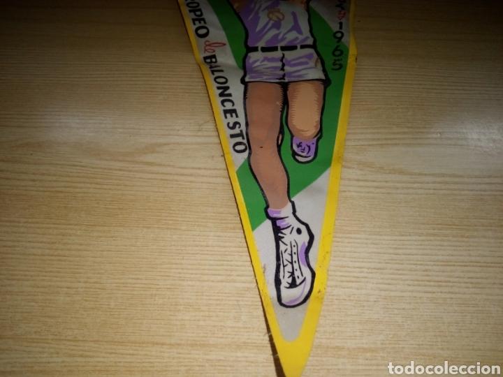 Coleccionismo deportivo: Antiguo y escaso banderín Real Madrid. Campeón de Europa de baloncesto. 1964 - Foto 3 - 255331610