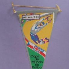 Coleccionismo deportivo: ANTIGUO BANDERIN COPA DEL MUNDO DE FUTBOL 1966 PUBLICIDAD LABORATORIO FIDES CUATRECASAS ALFACORTEN. Lote 263547855