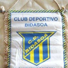 Coleccionismo deportivo: BANDERÍN DE DEPORTES. BALONMANO. CLUB DEPORTIVO BIDASOA. IRÚN CAMPEÓN ASOBAL LIGA 94 95. 26CM 42CM. Lote 286014428