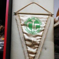 Coleccionismo deportivo: BANDERIN CLUB DE TENIS CASTELLÓN FIRMADO 1980. Lote 290157808