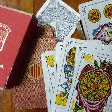 Barajas de cartas: BARAJA NAIPES CARTAS HERACLIO FOURNIER . VISCA CATALUNYA EN CAJA DE PUBLICIDAD TEXTIL VITORIANA. Lote 45034553